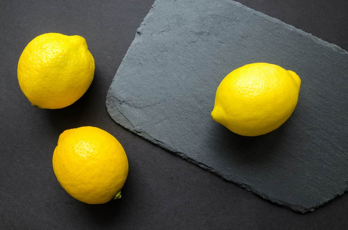 how much vitamin c is in a lemon